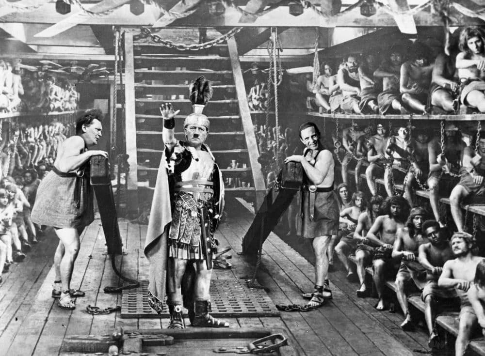 Le Musée de la Résistance de Grenoble expose les photomontages de Marinus, satiriste qui croqua l'actualité politique de l'Europe de l'entre-deux-guerres.Hitler, Göring et Goebbels dans Ben-Hur. L'image est absurde, mais représente l'avancée des troupes allemandes sur le sol européen. © Collection Gunner Byskov