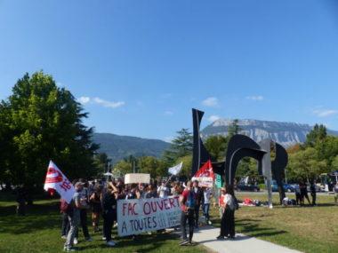 """Manifestation d'étudiants """"sans-fac""""."""