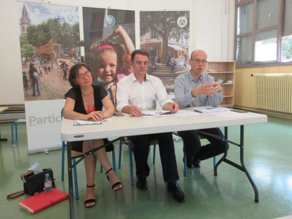 Élisa Martin, Éric Piolle et Fabien Malbet ont choisi l'école Anatole-France pour la conférence de presse de rentrée scolaire © Florent Mathieu - Place Gre'net