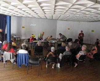 """UNE Réunion""""Qui paye la rénovation urbaine ?"""", vendredi 13 septembre, salle 150, à la Villeneuve, dans le cadre de la campagne du Référendum d'initiative citoyenne. © Séverine Cattiaux - Place Gre'net"""