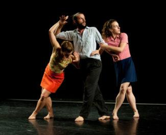Le collectif Ès, constitué de danseurs basés à Lyon, s'installe à la Rampe d'Echirolles pour trois ans. Une résidence rythmée par plusieurs temps forts.