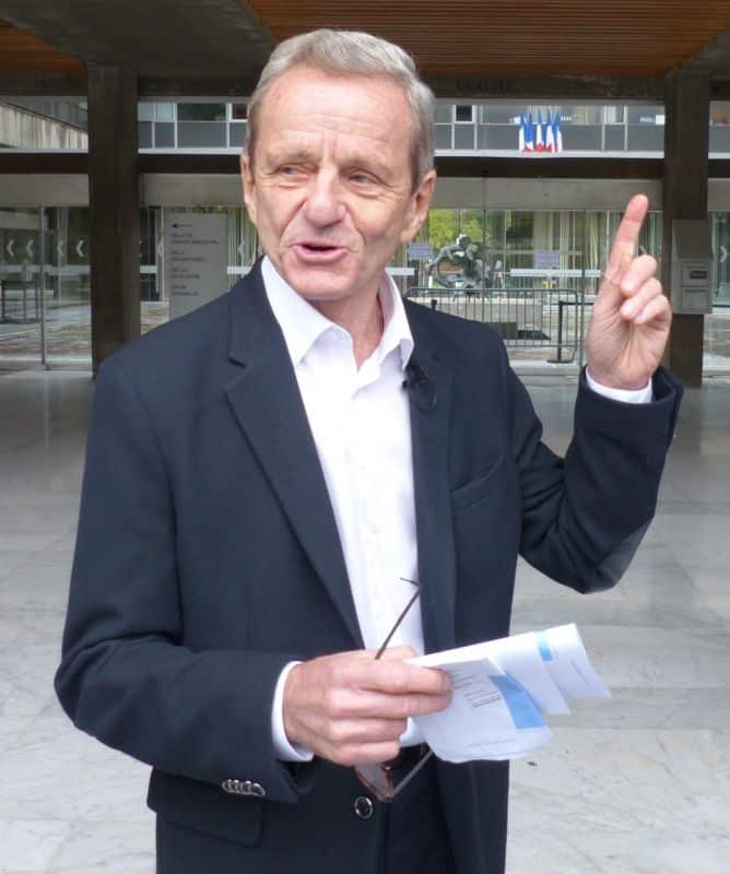 Devant l'hôtel de ville, Alain Carignon n'hésite pas à évoquer un « syndrome de Rouen » © Florent Mathieu - Place Gre'net