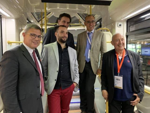 De gauche à droite, Édouard Hénaut (Transdev), Yann Mongaburu (SMTC), Philippe Chervy (directeur Tag), Vincent Lemaire (Safra) et Jean-Paul Trovero (président Tag) à bord du bus hybride en expérimentation à compter de novembre 2020 © Transdev