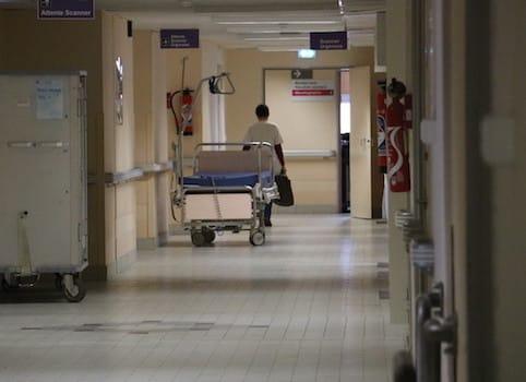 Trente médecins du CHU de Grenoble ont annoncé démissionner de leurs fonctions administratives si la ministre de la Santé ne rouvre pas les négociations.