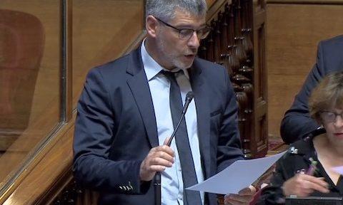 Au regard de la crise sanitaire, le sénateur de l'Isère Guillaume Gontard juge l'accord de libre échange « parfaitement aberrant ».