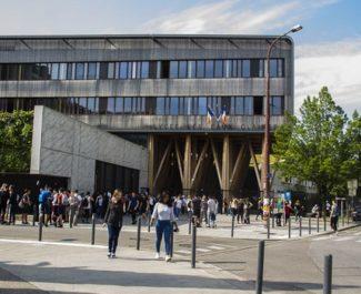 """L'académie de Grenoble recrute 86 """"médiateurs de lutte anti-Covid"""""""