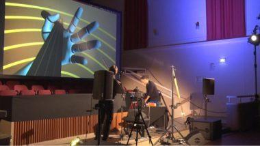 « Duel for strings», une performance de Ricardo Climent et Philippe Wucher lors du festival Agora creative. © Joël Kermabon - Place Gre'net