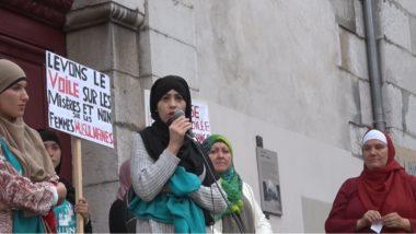 Une des membre de l'Alliance citoyenne des femmes voilées et libres s'exprime sur l'islamophobie. © Joël Kermabon - Place Gre'net