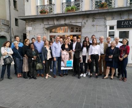 Les animateurs d'ateliers citoyens entourent Émilie Chalas et Olivier Six. ©Joël Kermabon - Place Gre'net