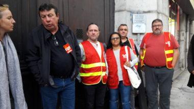 La délégation à sa sortie de la permanence parlementaire. © Patricia Gastineau