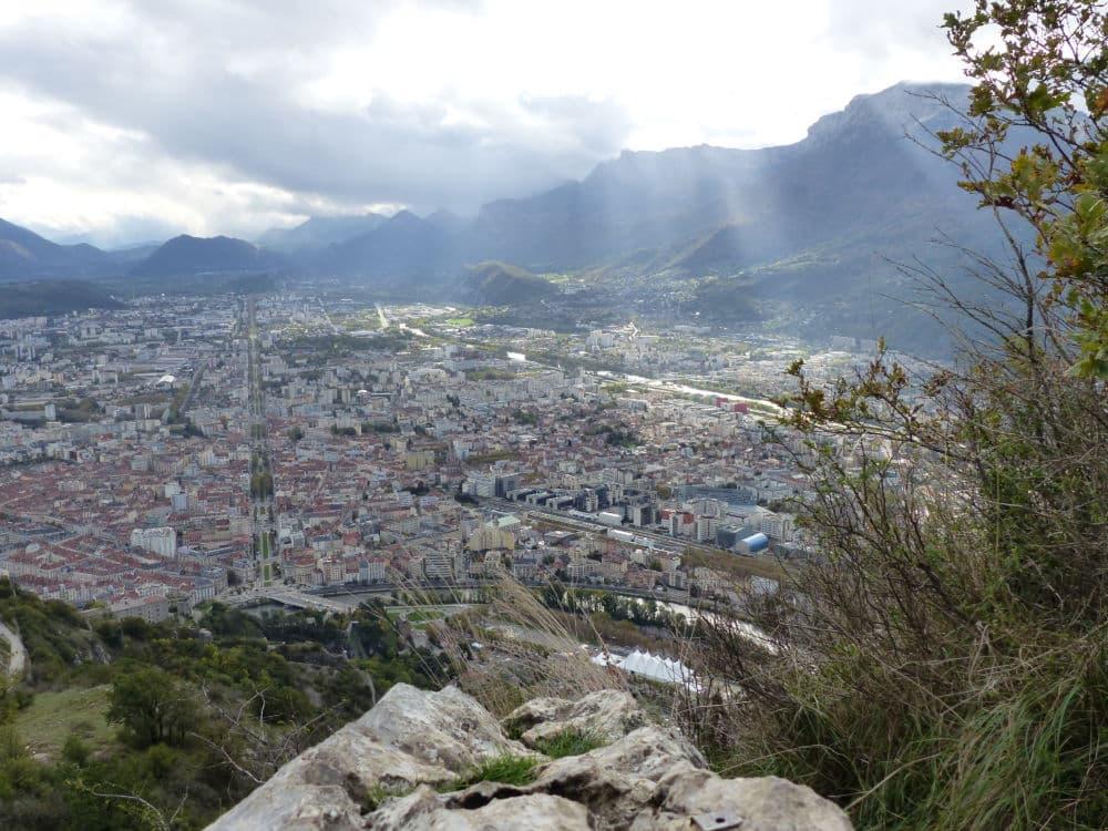 Vue de l'agglomération grenobloise trouée de lumière, du haut du Mont Jalla. ©Muriel Beaudoing