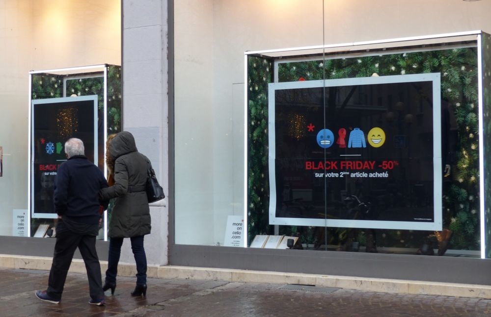 Le Black Friday s'affiche sur les vitrines de Grenoble © Florent Mathieu - Place Gre'net