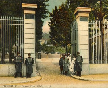 L'entrée de la caserne Dode au 19ème siècle, qui deviendra cent ans plus tard la cité administrative grenobloise.