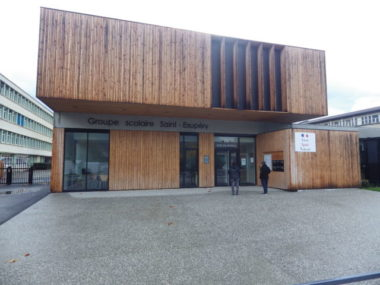 La façade de l'école Saint Exupéry à Pont de Claix, entièrement reconstruite en 2018. © Thomas Courtade - Place Gre'net