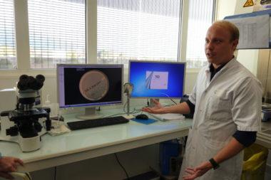 Thomas Girard, ingénieur hospitalier au sein de l'Institut de biologie et de pathologie au CHU Grenoble-Alpes (Chuga). © Manon Heckmann - Placegrenet.fr