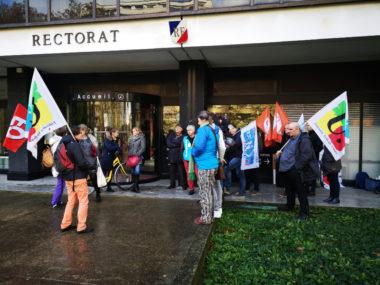 Des enseignants se sont rassemblées devant le rectorat de Grenoble ce mercredi 6 novembre 2019 pour dénoncer leur malaise face aux conditions de travail.Peu d'enseignants s'étaient mobilisés pour manifester devant le rectorat© Joël Kermabon - Place Gre'net