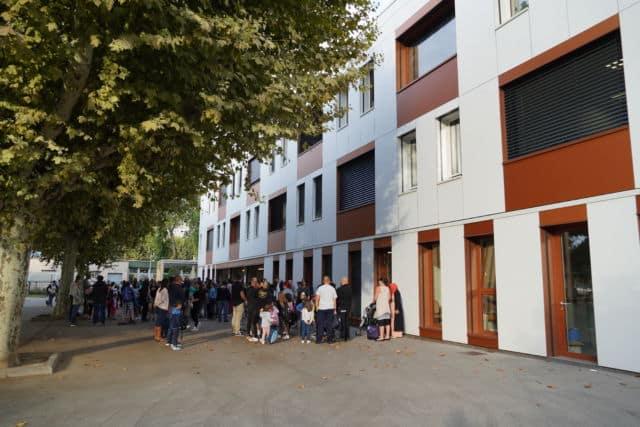 La Ville d'Eybens a officiellement inauguré l'école Bel Air, après plus de deux ans de travaux de mises aux normes et de rénovation énergétique.Rentrée scolaire à l'école Bel Air en septembre 2019 © Ville d'Eybens