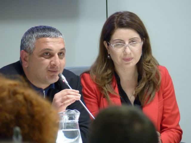 Sargis Muradyan, maire de Sevan, prend la parole devant le conseil municipal de Grenoble © Manon Heckmann - Place Gre'net