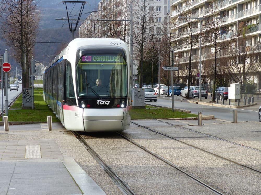 En Isère, les offres de transports en commun se complètent et s'enrichissent.