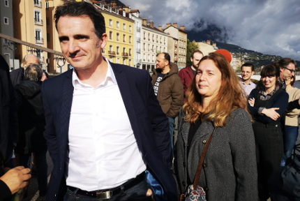 Éric Piolle lors de la réalisation de la photo de son affiche de campagne. © Joël Kermabon - Place Gre'net