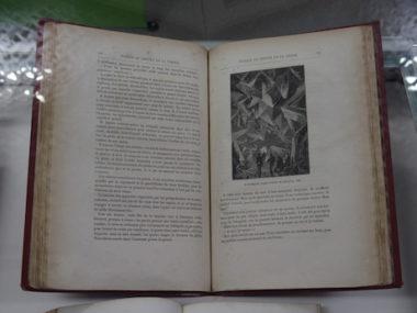 De très anciens livres pour enfants, issus de la bibliothèque d'étude et du patrimoine, sont exposés. © Augustin Bordet -placegrenet.fr