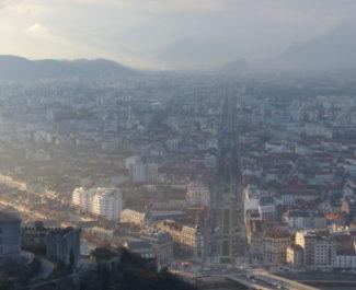 Grenoble : le nouvel indice va révéler plus de jours pollués. Vue de Grenoble, depuis la bastille. @Leo Graff - Placegrenet.fr