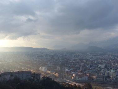 Grenoble-Alpes Métropole Tourisme & Congrès vise désormais les marchés asiatiques, et a accueilli dans ce but une délégation chinoise le 20 décembre 2019.Vue de Grenoble, depuis la bastille. @Leo Graff - Placegrenet.fr