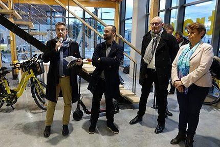 Christophe Ferrari, Yann Mongaburu, Bruno Renard et Françoise Gerbier à l'inauguration de la nouvelle agence Métrovélo le 22 novembre © Raphaëlle Denis - Place Gre'net
