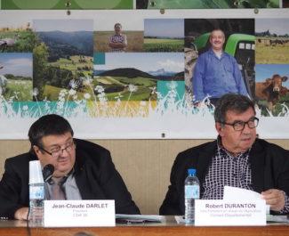 Jean-Claude Darlet (à gauche), président de la Chambre d'agriculture de l'Isère. © Augustin Bordet -placegrenet.fr