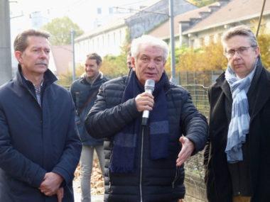 Renzo Sulli et Christophe Ferrari lors d'une visite de chantier, rue général Mangin, dans le cadre du développement du réseau Chronovélo, le 25 novembre 2019. © Manon Heckmann - Placegrenet.fr