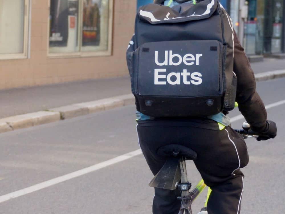 Le PCF, EELV et LFI pour la fermeture des applications de livraison. Uber Eats est dans le collimateur des militants © Place Gre'net