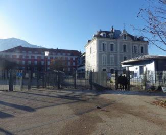 Le lycée Vaucanson a connu une matinée mouvementée. Le calme est revenu et les cours ont repris en début d'après-midi © Thomas Courtade - Place Gre'net