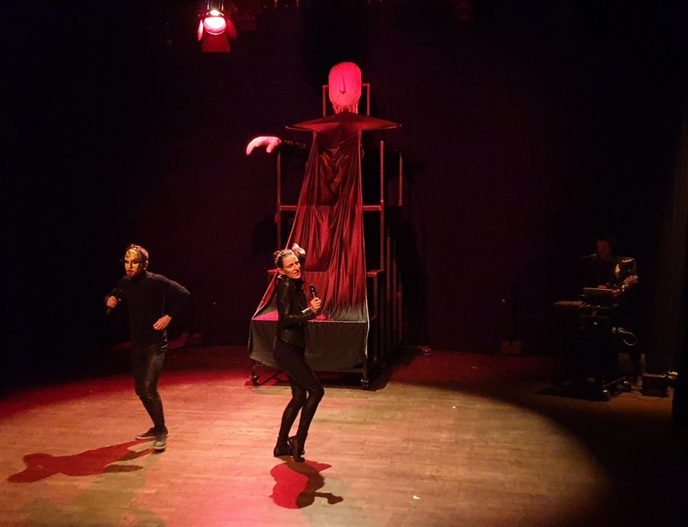 Les trois sorcières du Contre Poing sortent (légèrement) des terrains battus © Mathilde Audrusin - Théâtre municipal de Grenoble