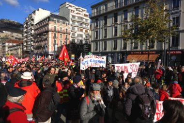 Plus de 4 400 manifestants selon la Police, 15 000 selon les syndicats. © Raphaëlle Denis - Place Gre'net