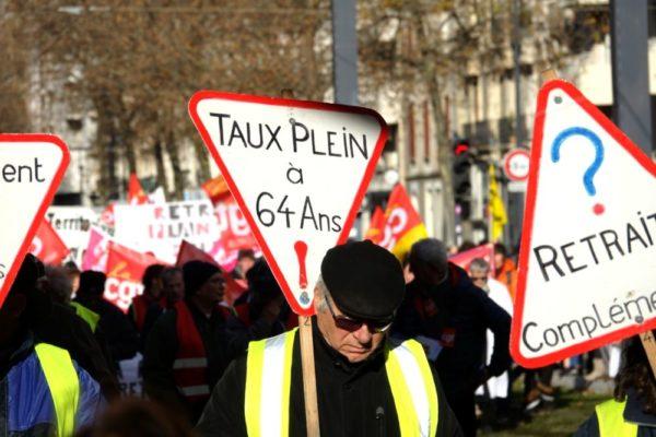 Une nouvelle mobilisation contre la réforme des retraites a réuni de nombreux manifestants de tous les secteurs ce mardi 10 décembre 2019 à Grenoble.