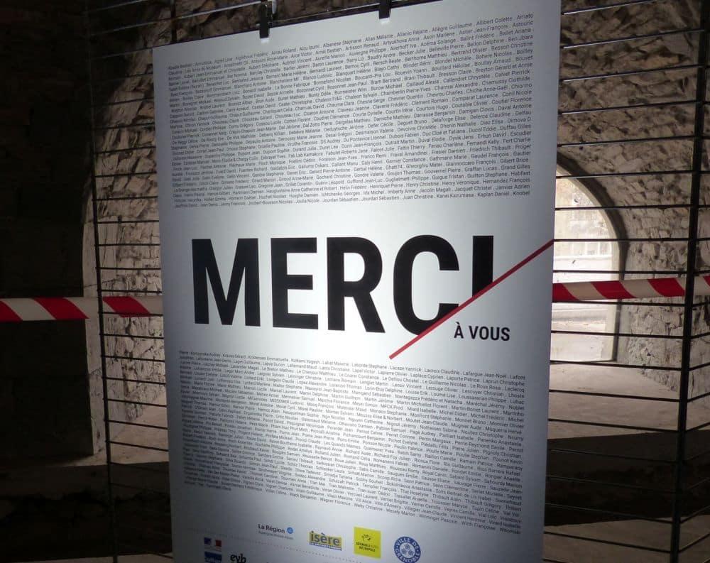 Un panneau remercie les 500 donateurs de la Casemate © Florent Mathieu - Place Gre'net