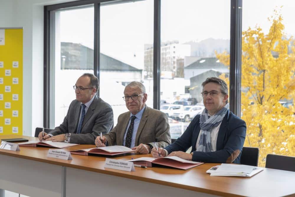 Les bailleurs sociaux de l'Isère signent une convention avec le Sdis pour une prise en compte des pompiers volontaires dans les demandes de logement social.