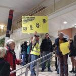 """UNE Intervention inopinée des organisateurs du référendum d'initiative citoyenne """"pour ou contre les démolitions à la Villeneuve"""" lors de l'inauguration de la maison du projet © Séverine Cattiaux - Place Gre'net"""