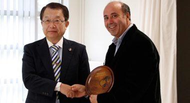 Le Professeur Shin-Ichi Yamamoto, vice-président de la recherche à l'Université d'Okayama (à gauche) et Yassine Lakhnech, directeur exécutif Recherche et Valorisation de l'Idex Université Grenoble Alpes (à droite) © Université Grenoble Alpes