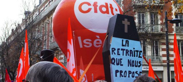 La CFDT a rejoint le mouvement pour la première fois ce mardi 17 décembre. L'objectif principal : la suppression de l'âge pivot. © Anissa Duport-Levanti - placegrenet.fr