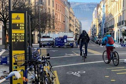 Compteur de vélos, cours Lafontaine. ©Manon Heckmann - placegrenet.fr