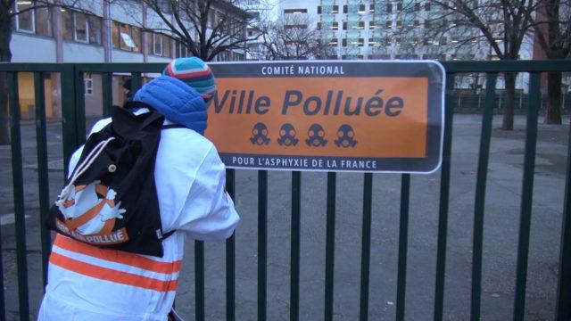 Sur les grilles de l'école Joseph-Vallier. © Joël Kermabon - Place Gre'net