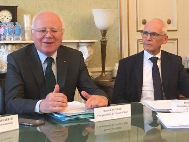 Bruno Lasserre (à gauche), vice-président du Conseil d'Etat aux côtés de Denis Besle, président du tribunal administratif de Grenoble © Patricia Cerinsek
