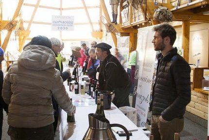Chamrousse accueille sa cinquième édition du Challenge des vignerons, alliant dégustations de vins, moments de rencontre et épreuves sportives.