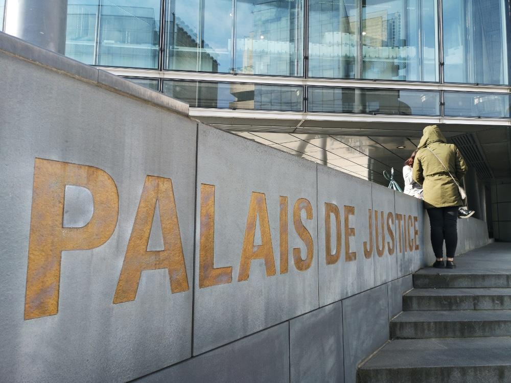 Parvis du palais de justice de Grenoble. © Joël Kermabon - Place Gre'net