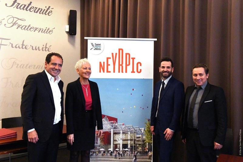De gauche à droite, Maurice Bansay (Apsys), Michelle Veyret, adjointe à l'Urbanisme, David Queiros, maire de Saint-Martin-d'Hères,et Christian Breuza, (Territoires 38) autour du projet Neyrpic © Ville de Saint-Martin-d'Hères