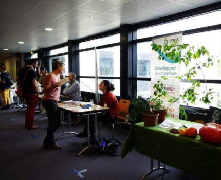 Les chefs d'entreprises rencontrent des sociétés et associations qui proposent des solutions à impact environnemental positif. © Anissa Duport-Levanti