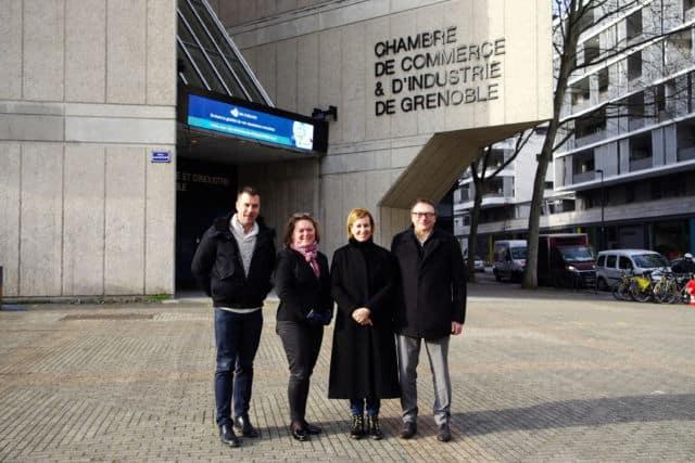 Emilie Chalas devant la CCI avec ses colistiers : Olivier Six, Cécile Prost et Denis Roux (de gauche à droite). © Anissa Duport-Levanti