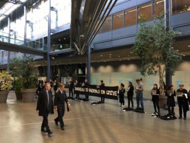 En signe de protestation, les avocats en grève de Grenoble ont déposé leurs robes noires à leurs pieds avant l'audience solennelle de la cour d'appel.Le préfet de l'Isère Lionel Beffre arrive à l'audience solennelle. (c) Fanny Hardy - Place Gre'net