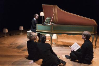 « Le petit livre d'Anna Magdalena Bach » à la MC2:Grenoble, jusqu'au 31 janvier. Une invitation, en famille et en musique, à rencontrer celle de Bach!